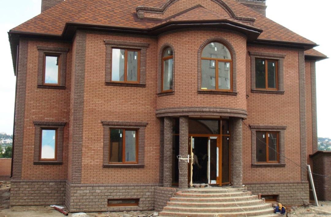 Облицовка дома красным кирпичом дизайн